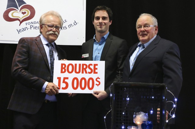 Dans l'ordre habituel, on retrouve René Bérubé, président...