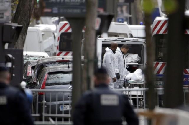 Les corps des victimes ayant été abattues au... (AFP, Kenzo Tribouillard)