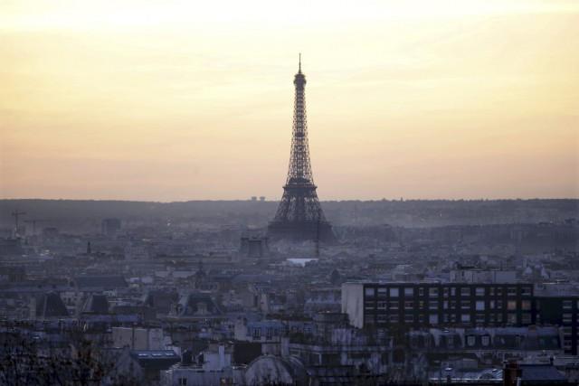 La tour Eiffel est visitée par 15000 à... (PHOTO CHARLES PLATIAU, REUTERS)