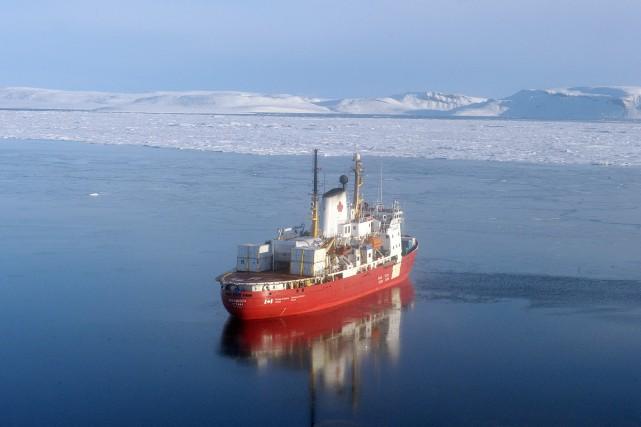 Le CCGS Amundsen navigue dans l'Artique canadien plusieurs... (Archives Getty Images)