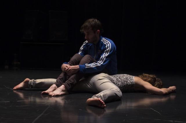 Brianna Lombardo et Frédérick Gravel dansThis duet that... (PHOTO CLAUDIA CHAN TAK, FOURNIE PAR L'AGORA DE LA DANSE)