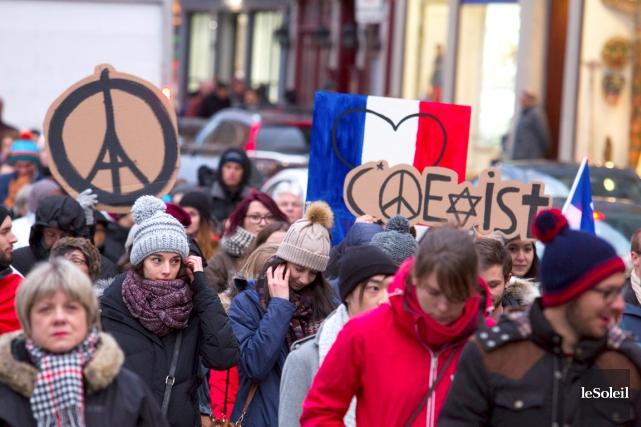De nombreux Français, encore sous le choc, s'étaient... (Le Soleil, Caroline Grégoire)