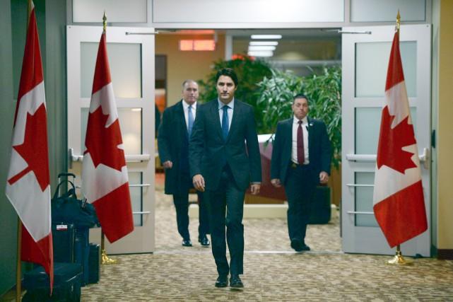 Le premier ministre Justin Trudeau s'adresse aux médias... (La Presse Canadienne)