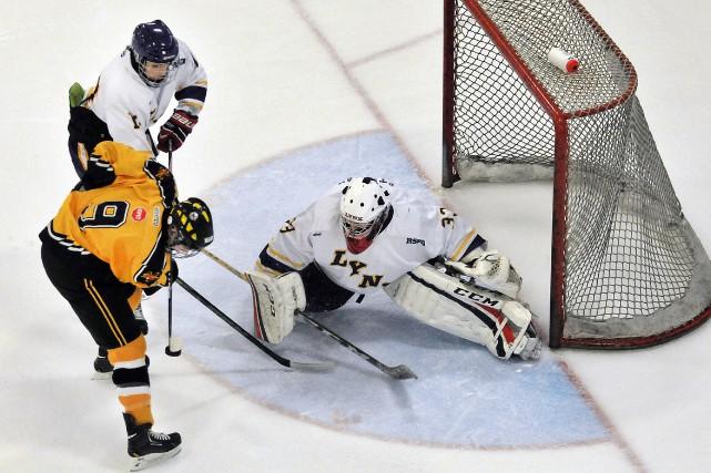 Dans la Ligue provinciale scolaire de hockey juvénile,... (Archives Le Progrès-Dimanche)