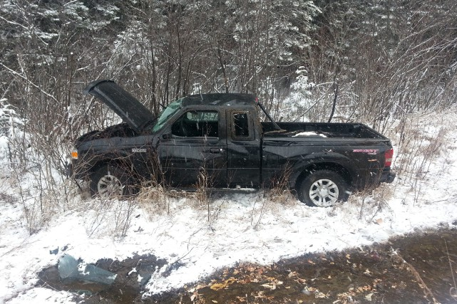 Le véhicule a effectué un tonneau et a... (Courtoisie Radio-Canada, Mélissa Savoie-Soulières)