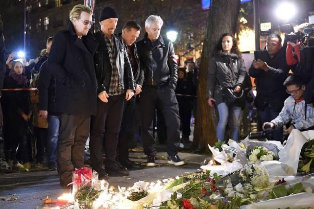Le lendemain des attentats, les membres de U2... (PHOTO AFP, FRANCK FIFE)