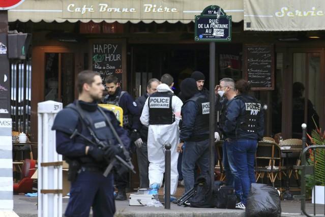La Police nationale de France recherche un suspect... (Pascal Rossignol, Reuters)