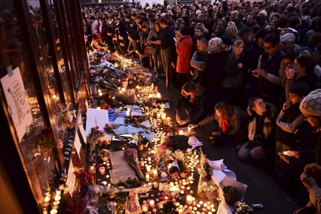 ÉDITORIAL/ La Ville lumière s'est éteinte une deuxième fois en 2015 à la suite... (Agence France-Presse)