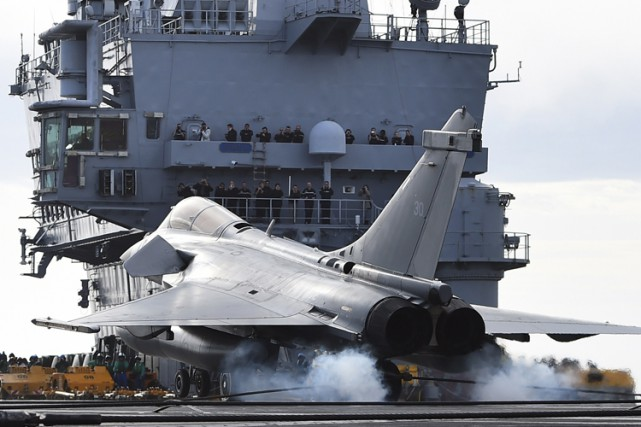 La France dispose respectivement de six Rafale (photo)... (PHOTO AFP)