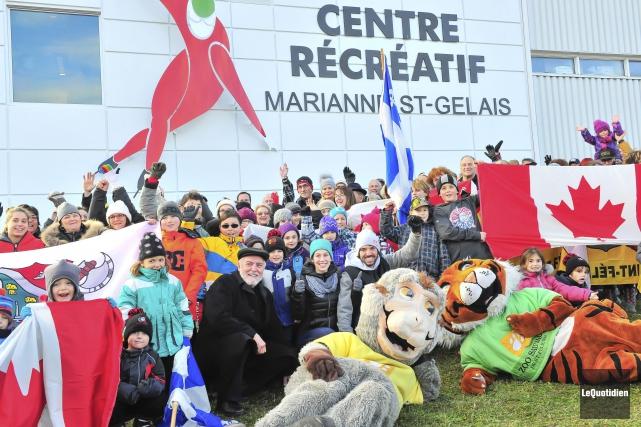 Le maire de Saint-Félicien, Gilles Potvin, Marianne St-Gelais... (Photo Le Quotidien, Gimmy Desbiens)