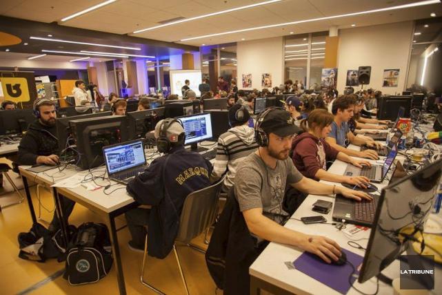 Près de 1500 amateurs de jeux vidéos ont... (La Tribune, Alexandre Faille)