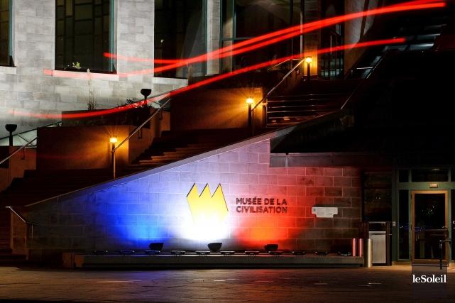 Le Musée de la civilisation a été illuminé... (Le Soleil, Erick Labbé)