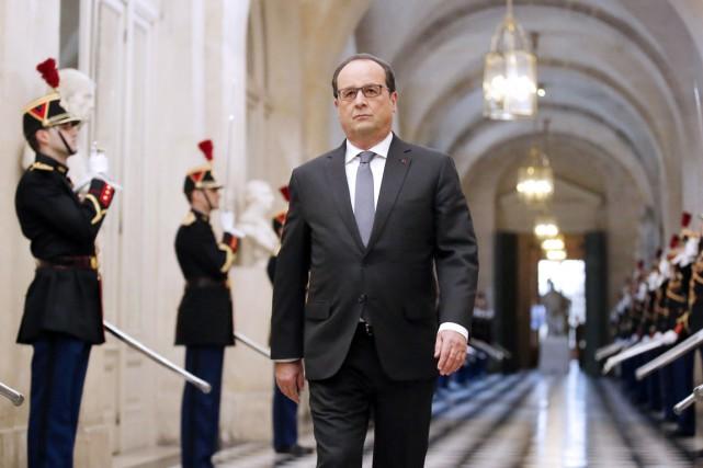 Le président François Hollande arrive à Versailles où... (PHOTO MICHEL EULER, AFP)