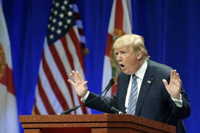 Donald Trump a déclaré dimanche qu'il rétablirait «absolument»... (Associated Press, John Raoux)