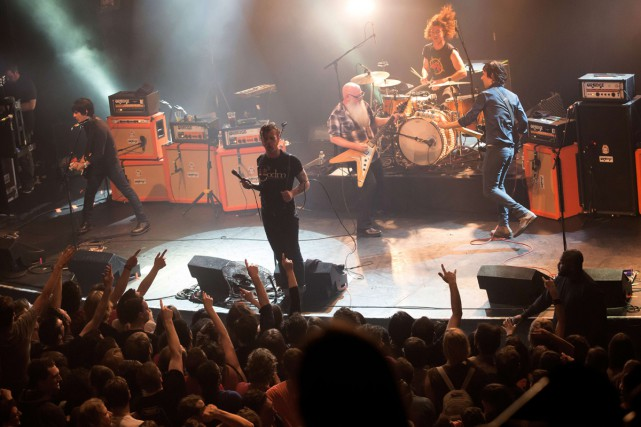 Eagles of Death Metal lors du spectacle de... (PHOTO AFP)