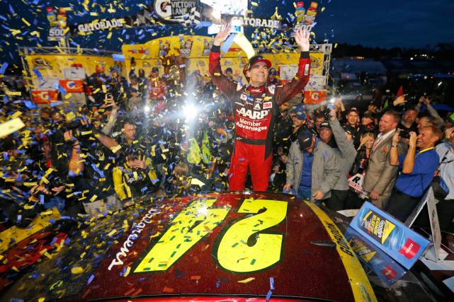 Jeff Gordon pourrait remporter le cinquième titre de... (Photo Steve Helber, AP)