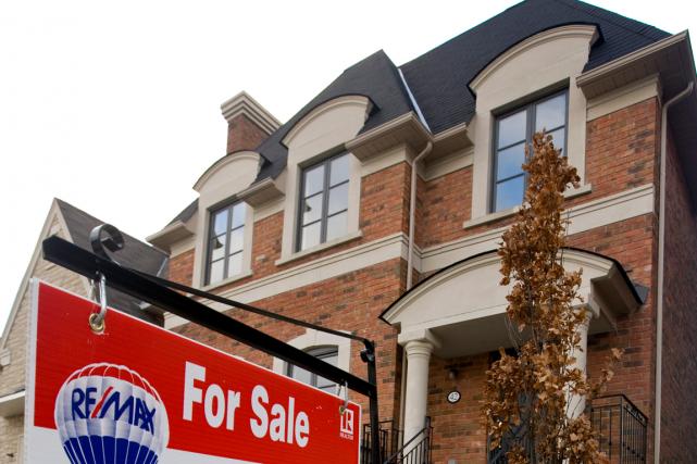 Les ventes de maisons ont progressé au Canada en octobre, la demande étant... (Photo archives Bloomberg)