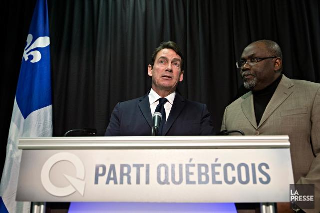 Pierre Karl Péladeau et Maka Kotto... (PHOTO PATRICK SANFAÇON, LA PRESSE)
