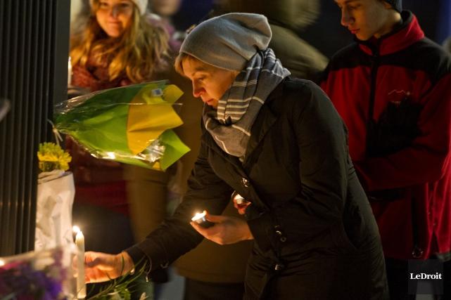 Vigile en soutien au peuple français victime de... (Le Droit)