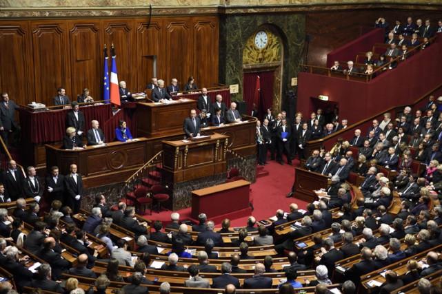 Le président François Hollande a annoncé cette révision... (PHOTO AFP)