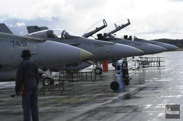 ÉDITORIAL / Pendant que la France et les États-Unis intensifient leurs frappes... (Archives, La Presse)