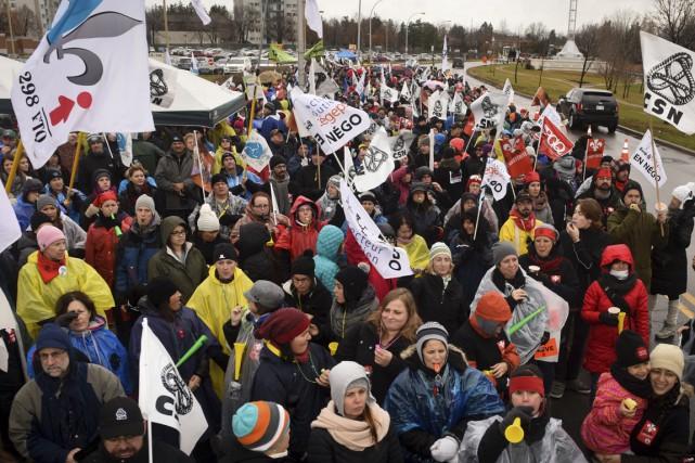 Le front commun intersyndical du secteur public déposera... (PHOTO ARCHIVES LA PRESSE CANADIENNE)