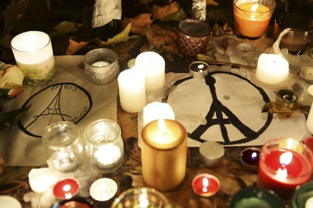 ÉDITORIAL/ La France pleure ses morts et son président François Hollande... (Agence France-Presse)