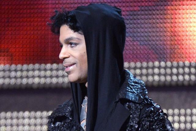 Prince au gala des Grammy en 2013... (AFP, Joe Klamar)