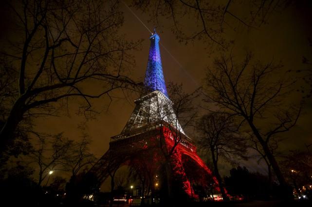 La France est «en guerre» et intensifiera ses opérations en Syrie, a déclaré le... (Associated Press)