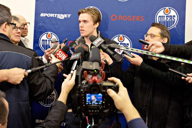 Connor McDavid a rencontré les médias pour la... (La Presse Canadienne, Jason Franson)