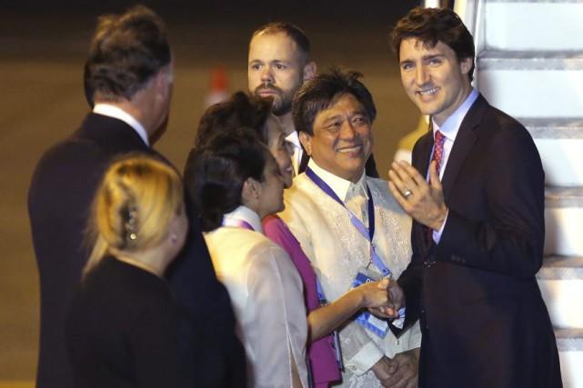 Justin Trudeau est accueilli à son arrivée au... (PHOTO AARON FAVILA, ASSOCIATED PRESS)