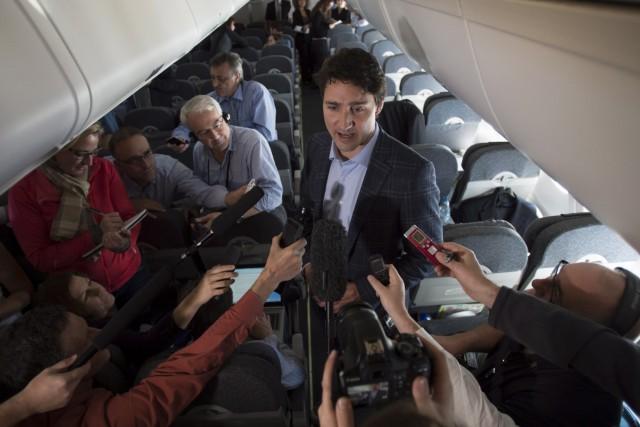 À bord de l'avion l'emmenant mardi au sommet... (La Presse Canadienne, Sean Kilpatrick)