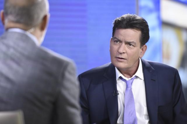 Charlie Sheen, à droite, était interviewé mardi sur... (NBC, Peter Kramer via AP)