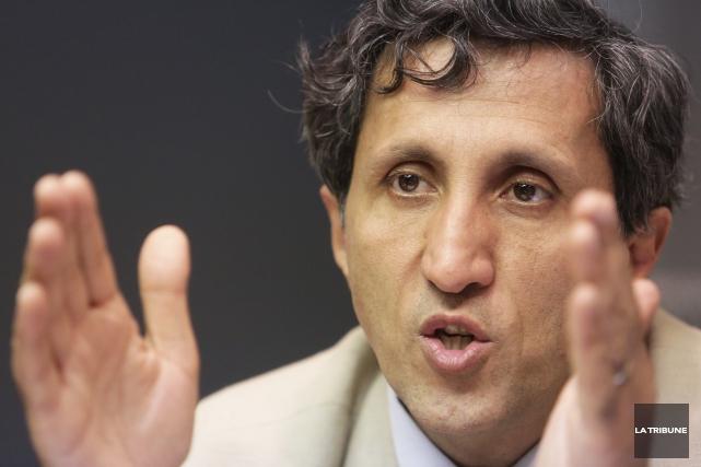 À l'inverse de plusieurs politiciens, Amir Khadir considère que ce serait une... (Archives La Tribune)