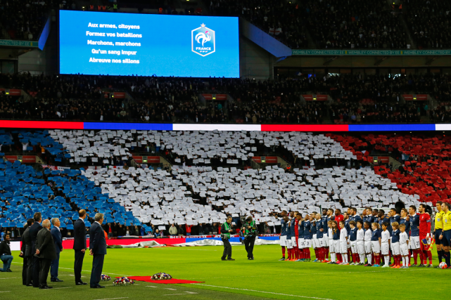 Les paroles de l'hymne français ont défilé sur... (Photo Darren Staples, Reuters)