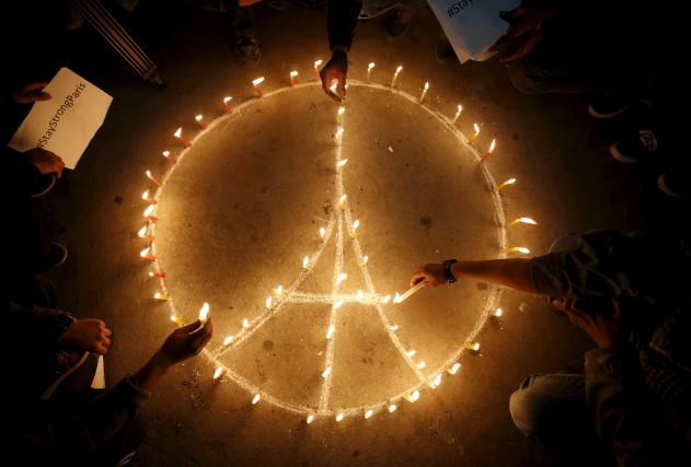 L'auteure est triste «pour la France, pour les... (Photo Navesh Chitrakar, Reuters)