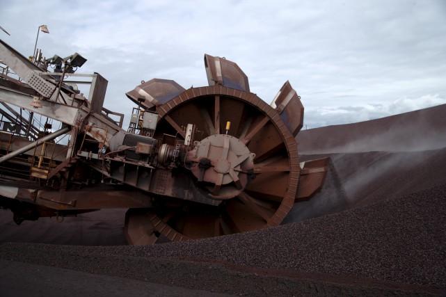Une excavatrice à godets est utilisée pour extraire... (Rio Tinto IOC)