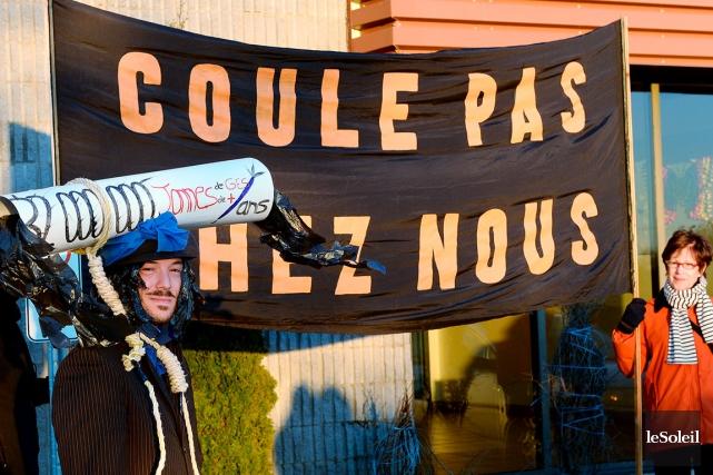 Des manifestants avaient protesté à Saint-Augustin, la semaine... (Photothèque Le Soleil, Erick Labbé)