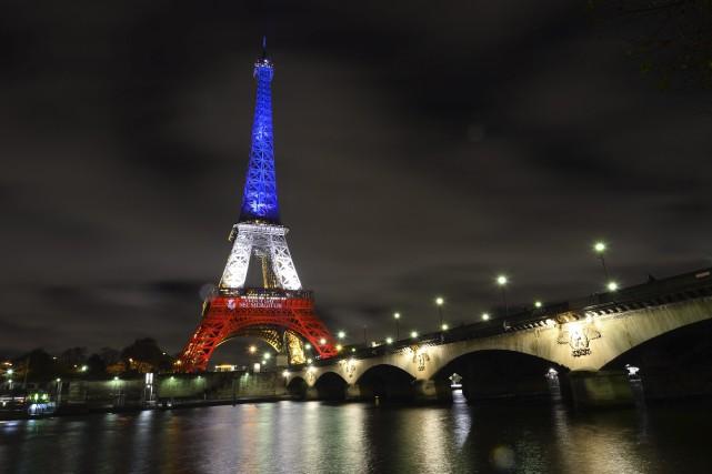 Que flotte le drapeau de France! Bleu: que vienne à nous cette couleur de la... (Photo Agence France-Presse)