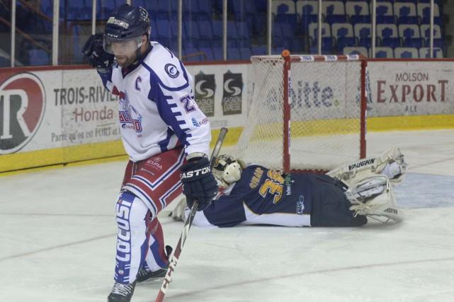 Stéphane Boileau portait l'uniforme du club de Trois-Rivières... (Sylvain Mayer)