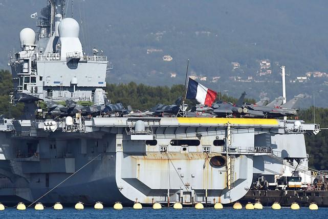 La France dépêche le porte-avions Charles-de-Gaulle en Méditerranée... (AFP, Anne-Christine Poujoulat)