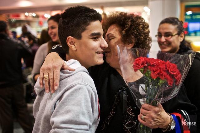 Des Syriens ont été chaleureusement accueillis hier par... (PHOTO ANDRÉ PICHETTE, LA PRESSE)