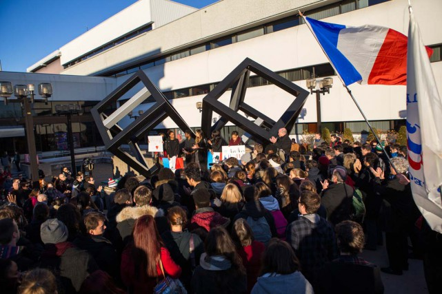 Environ 200 personnes ont participé à un rassemblement... (Olivier Croteau)