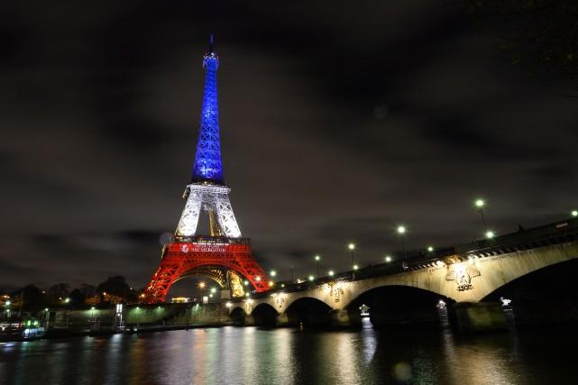 La tour Eiffel, qui était fermée depuis vendredi... (PHOTO BERTRAND GUAY, AGENCE FRANCE-PRESSE)