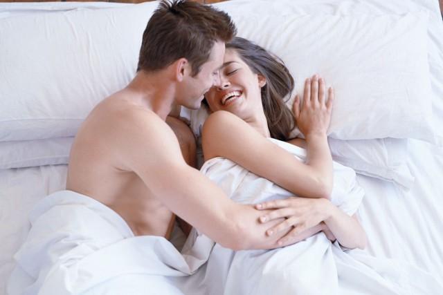 Un rapport sexuel par semaine est suffisant pour faire le bonheur des couples... (Photos.com)
