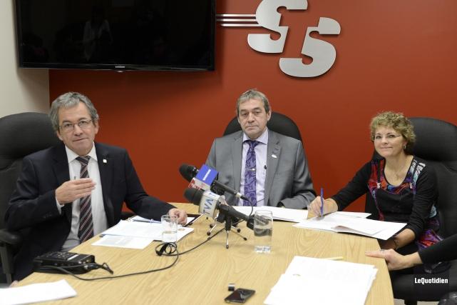 Jacques Munger, directeur de la STS, Réjean Hudon,... ((Photo Le Quotidien, Jeannot Lévesque))