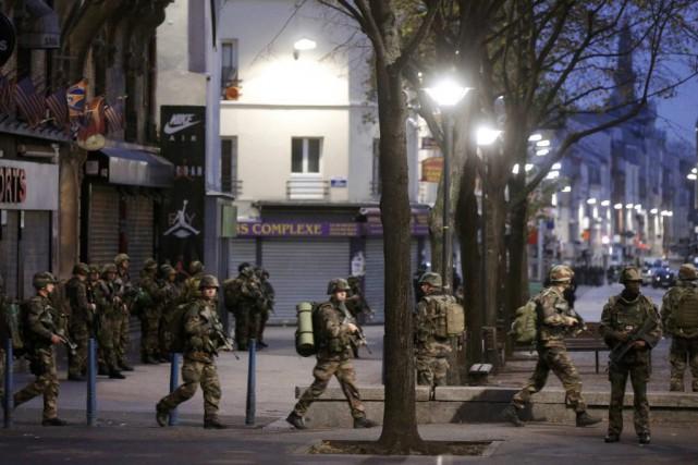 L'opération nocturne a pris de court les résidants,... (CHRISTIAN HARTMANN, REUTERS)