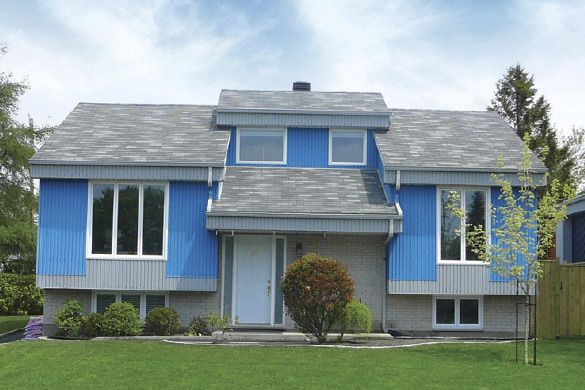 Une maison au revêtement d'aluminium avant...... (courtoisie)