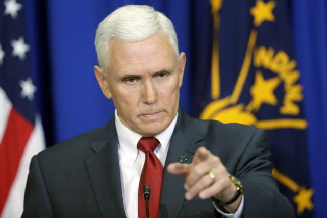 Le gouverneur de l'Indiana, Mike Pence, a annoncé... (PHOTO AP)