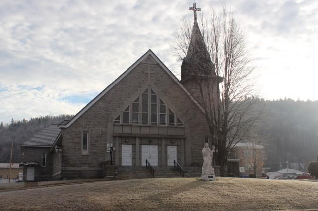 L'église Marie-Médiatrice pourrait disparaître pour faire place à... (Audrey Tremblay)